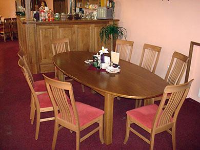 Jídelní stůl oválný, materiál masiv dub