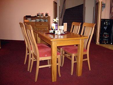 Jídelní stůl, materiál masiv dub