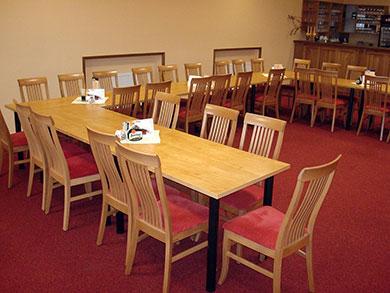Jídelní stůl, materiál lamino deska, nohy kovové