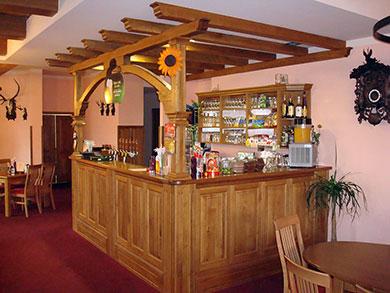 Barový pult, trámy, materiál masiv dub