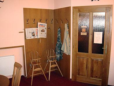 Věšákový kout - lamino deska + dveře z masivu